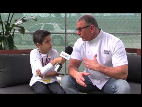 The Kiddos Kid Reporter and Robert Irvine Interview at 2015 Fun and Fit as a Family - SBWFF