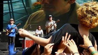 Mac DeMarco - Freaking Out The Neighborhood + Jon Lent crowdsurfing [Live at Falls Byron Bay 2016]