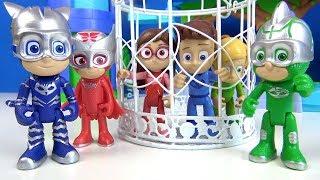 Pijamaskeliler Turbo Blast araçları ile uzaydan gelen gümüş Baykuş Kız Kertenkele Kedi Çocuk Kafeste