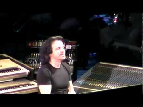 Yanni -  (Live, Armenia, Yerevan, 23.09.2011) 2/16