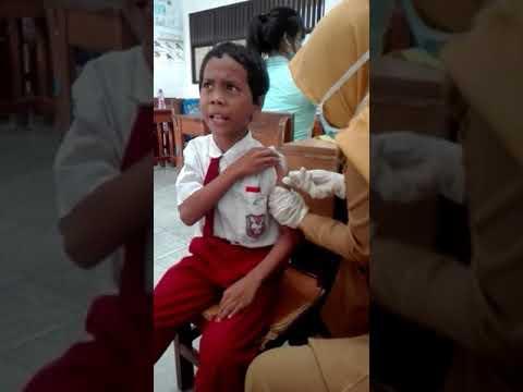 Video Lucu Anak SD Takbir Ketika Disuntik Imunisasi Difteri || Ngakak sumvah... Liat Videonya...