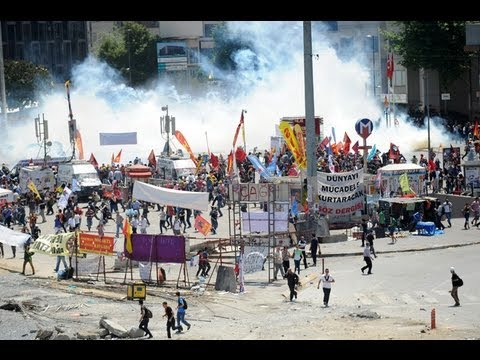 RAW FOOTAGE: Turkish police CRUSH Taksim protesters with tear gas, Govt REFUSES to resign