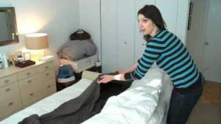 How to Quickly Put on a Duvet Cover - Woman