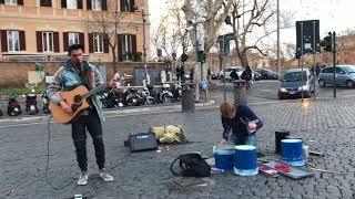 Hallelujah (Kovalarla Bateri Çalan Sokak Sanatçısı)