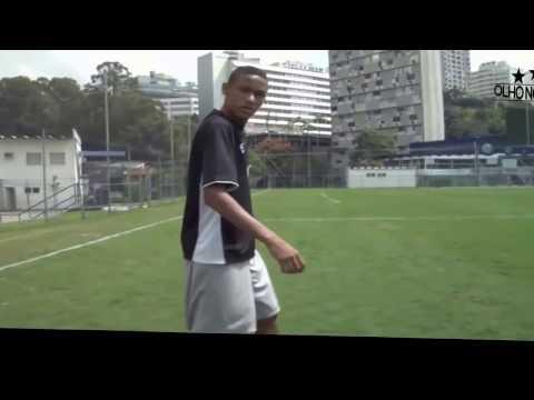 Neymar jr chuta bola e pega antes de cair e faz o gol