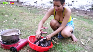 Beautiful girl Cooking village chicken Recipe - How to Grill Chicken Traditional in my Village style