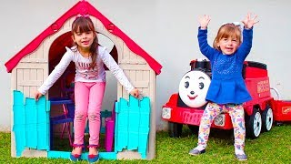 LAURA PRETEND PLAY WITH TOYS AND BUILD PLAYHOUSE WITH LEARN COLORS AND NURSERY RHYMES FOR KIDS