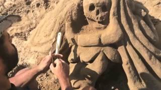 femme de sable -dans le dos de la méduse-