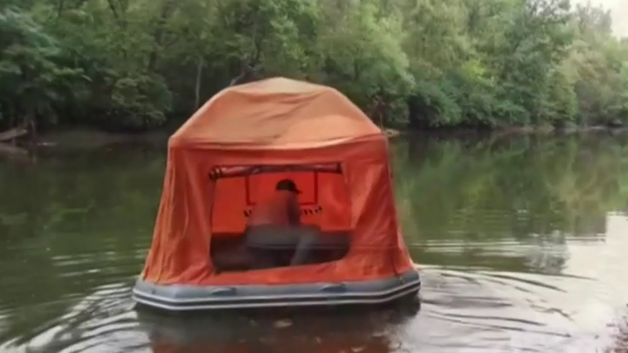 """Floating tent"" goes viral on Twitter"