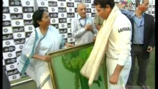 Mamata Banerjee felicitates Sachin Tendulkar after the end of his penultimate match in Test Cricket