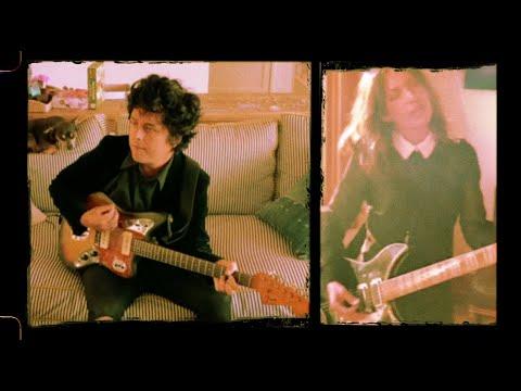 """Billie Joe Armstrong Covers """"Manic Monday"""" Ft. Susanna Hoffs"""