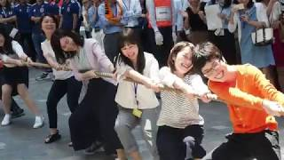 Tug-of-war contest in Tokyo's business district thumbnail