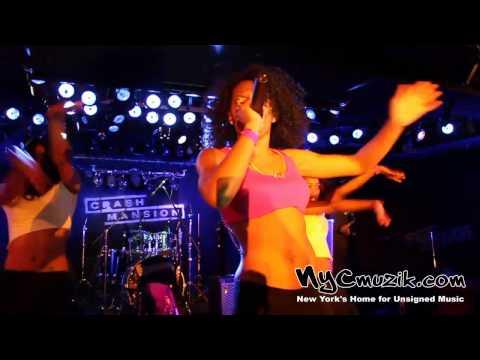 Lola Davis performs at the Legend Factory Live Showcase