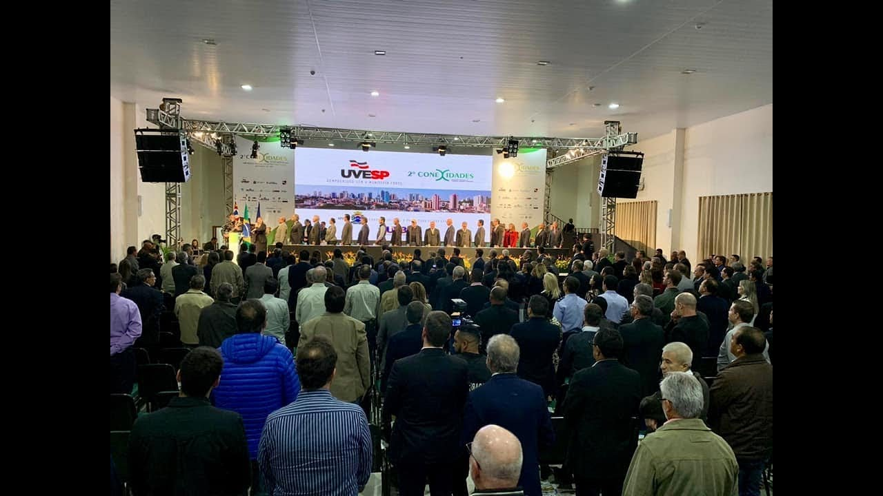 Airton Garcia, prefeito de São Carlos, dá as boas-vindas a 2º Conexidades.