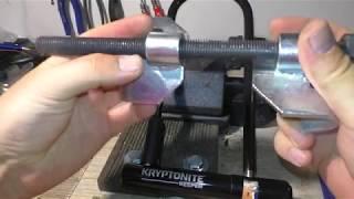Siłowy test U-locka Kryptonite Keeper 12mm - ściągacz sprężyn:) i nożyce.