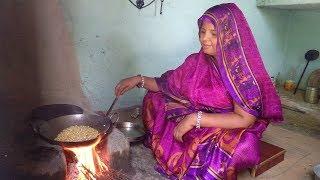 अगर इस तरह भुनेन्गे भुट्टा तो स्वादिष्ट आएगा,  INDIAN VILLAGE DAILY RAINY DAY ROUTINE 2018.