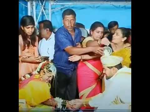 Funny moment at Hindu marriage..keep sharing..Lol