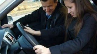Как трогаться на механике? Пособие для девушек(Как трогаться на машине с места на механике? Эта задача трудней всего решается девушками. На самом деле..., 2015-06-13T09:48:13.000Z)