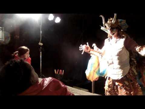 20151201 19:17 talking to a Dragon at Emek Refaim street