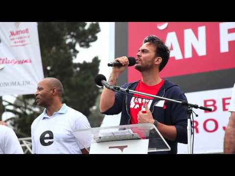"AWSF 14: Cheyenne Jackson sings ""Imagine"""