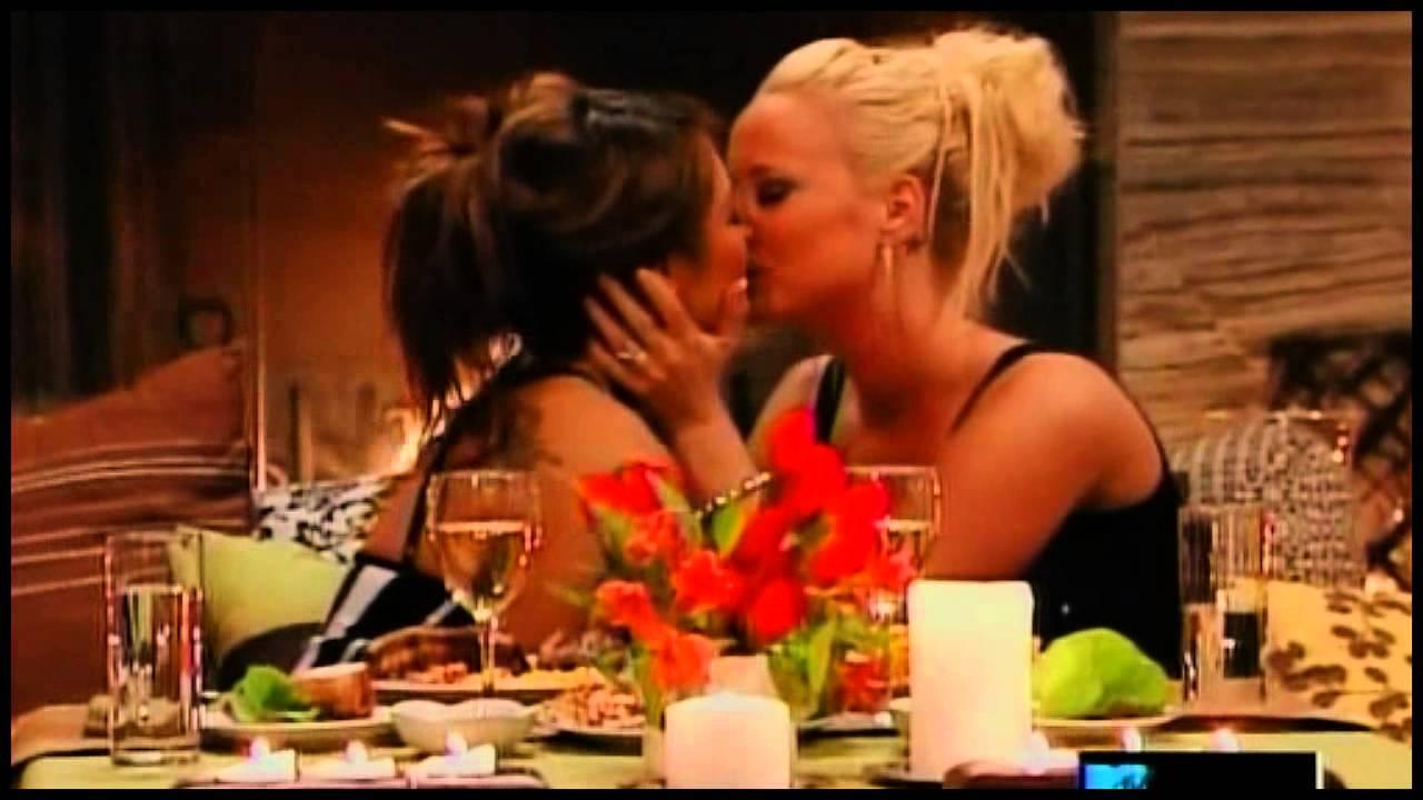 Tila Tequila Kissing Girls