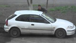 Уфа 21 мая. Мою машину толкает наркоман
