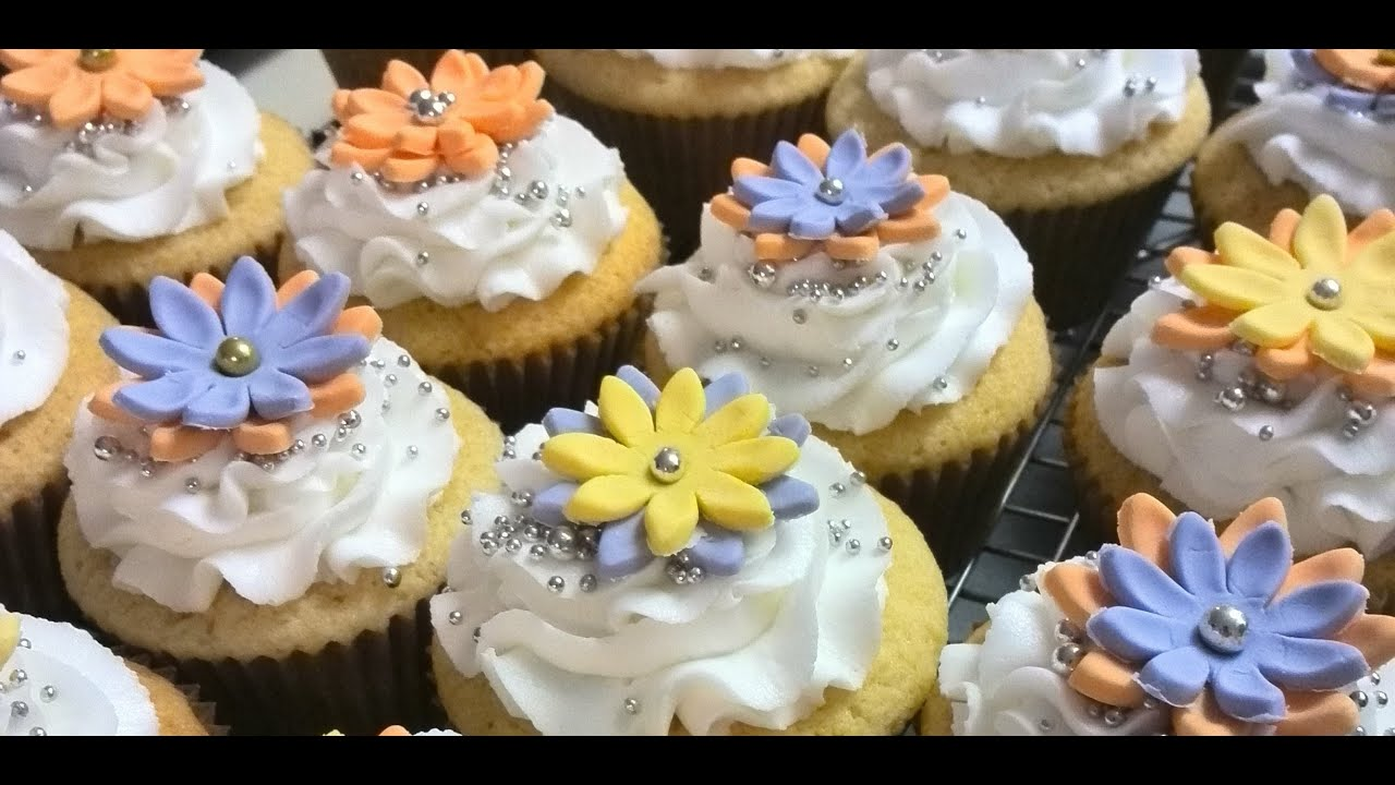 How To Make Fondant Flowers With A Plunger Cutter Youtube