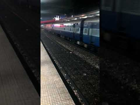 12750/Secunderabad - Machlipatnam Super Fast Express/Heading to Departure from Secunderabad.....