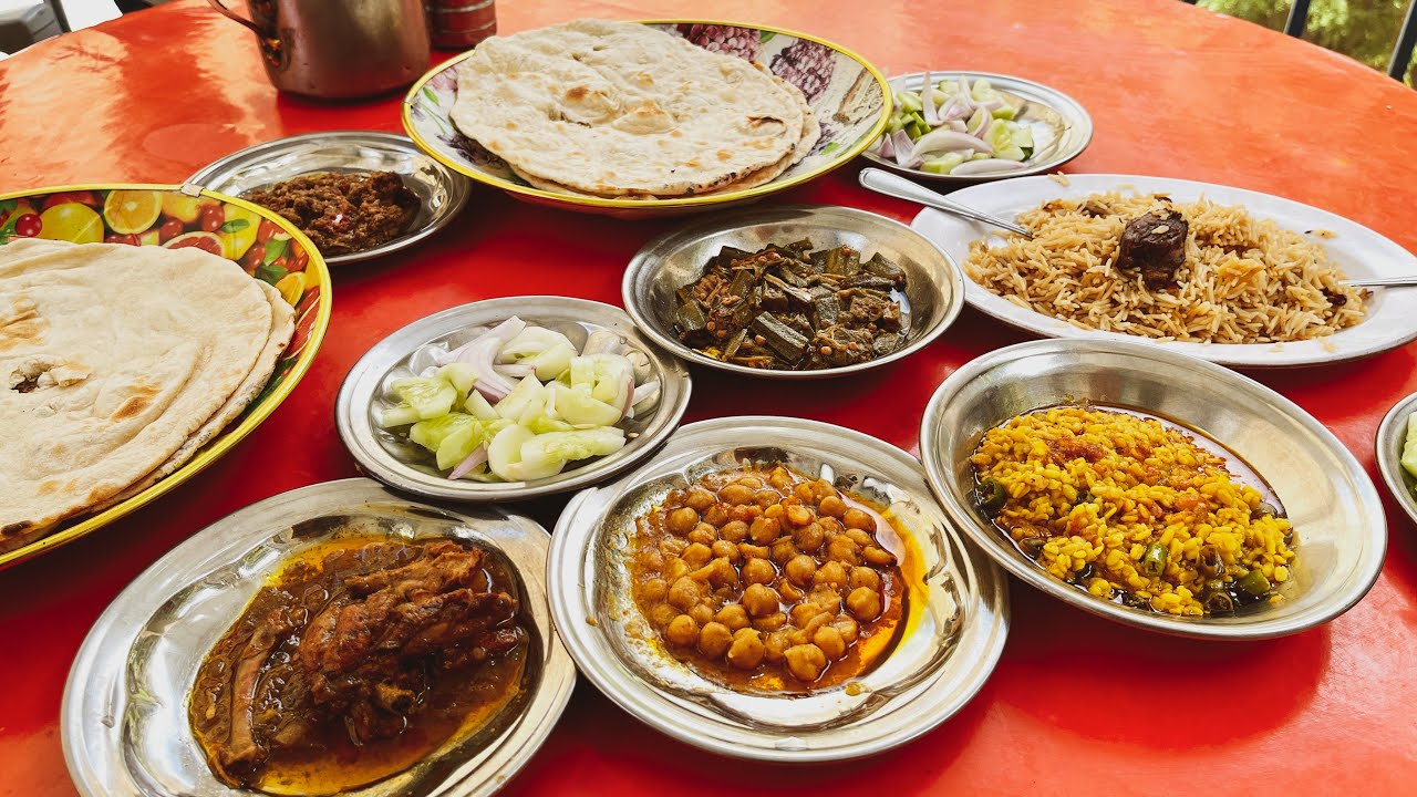 Lunch at Sumar Nala | Achar Walay Pakoray | Khanpur Dam Islamabad, Street Food Pakistan