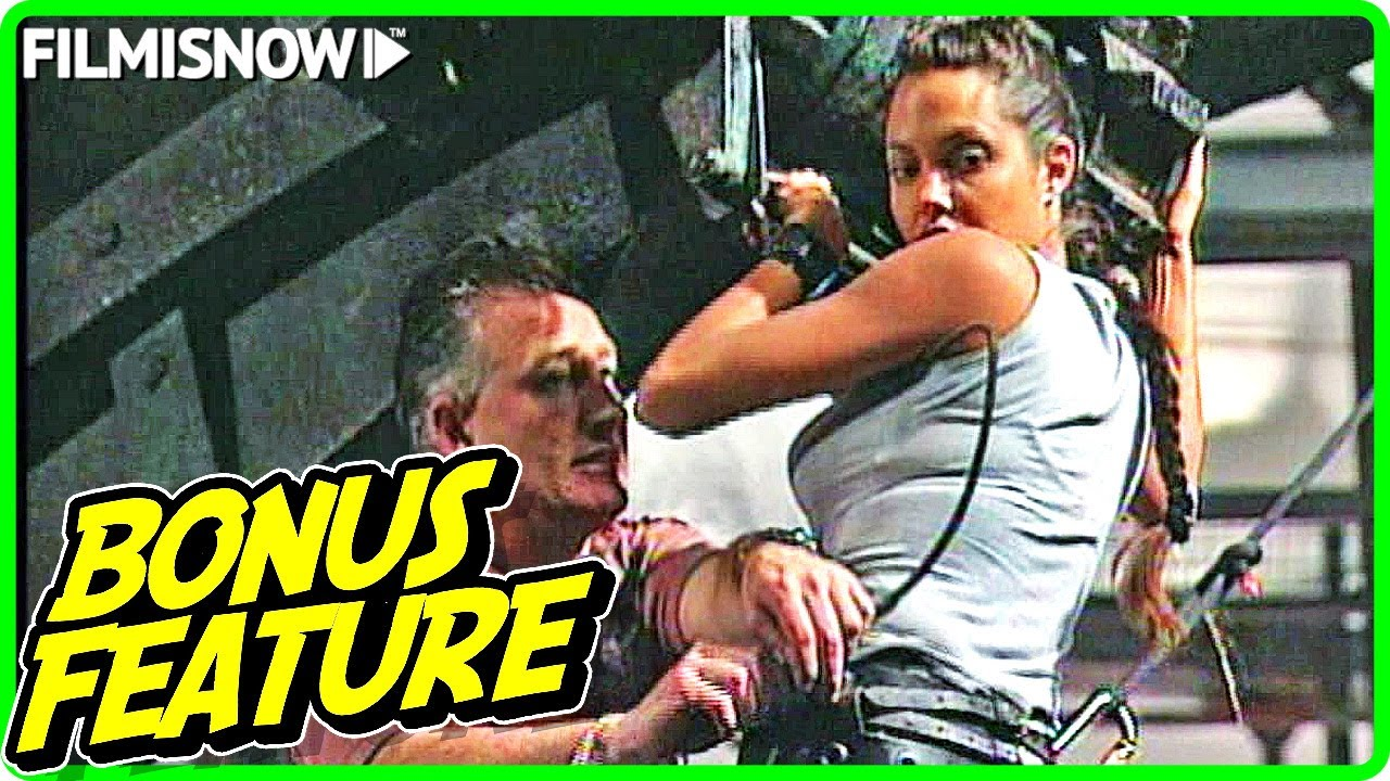 LARA CROFT: TOMB RAIDER (2001) | Angelina Jolie Stunts Featurette