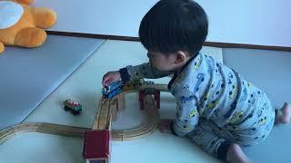 24개월 아이의 토마스 원목 기차 레일 장난감