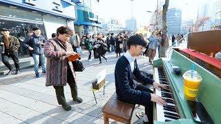 이 남학생의 놀라운 피아노 속주 ㅎㄷㄷ 사람 모이는 속도 보세요