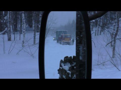 Еду на Вёлс с ТТ-4 и вагоном. Дорогу замело, ехал целый день. Урал-5557 лесовоз.