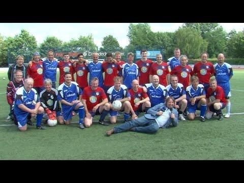 """Fußball Benefizspiel : WDR Dortmund-Kultur Kicker """"Neven Subotic Stiftung"""""""