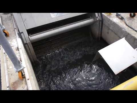 Step screens in wastewater treatment plants