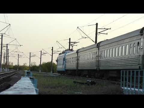 Электровоз ЭП1М-524 с поездом №369Щ Баку - Киев...