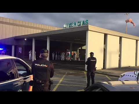 La Policía lleva sus aplausos a los sanitarios del Hula