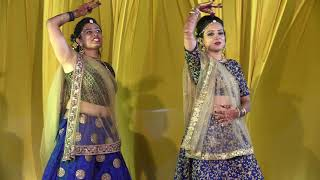 Bride and her sister dance in marriage