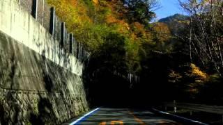 2015年10月25日 御来光の滝からの帰りに長尾尾根駐車場から数km程度石鎚スカイラインを走った時の動画。スカイライン沿いの紅葉も楽しめます。車のダッシュボード ...