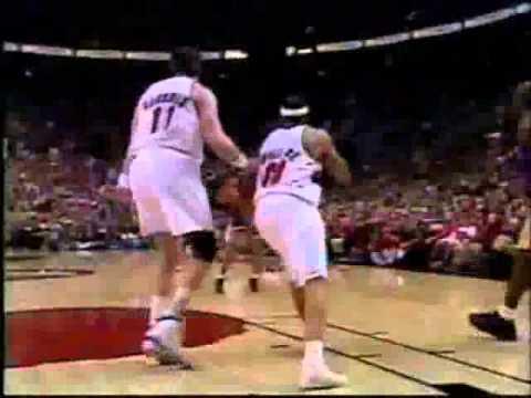 Kobe Bryant dunks on Arvydas Sabonis 1999-2000 Season