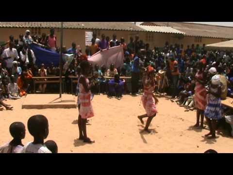 Balli e danze dei bambini della scuola di Pikine