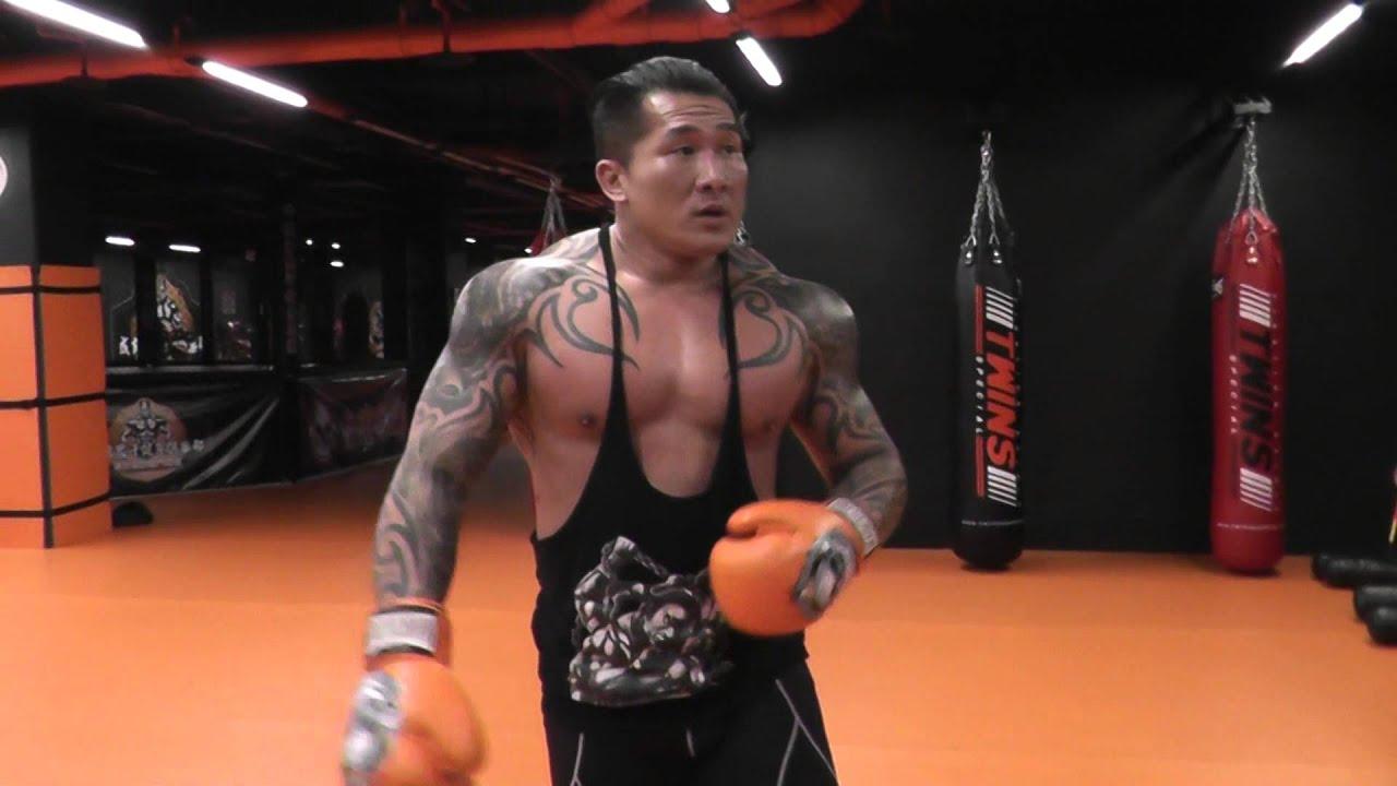館長: 格鬥營準備事項基本拳腳請自我練習 成吉思汗健身俱樂部