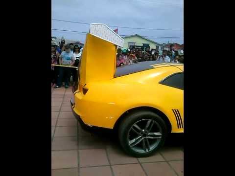 Chevrolet Camaro biến hình như trong phim khoa học viễn tưởng Transformer