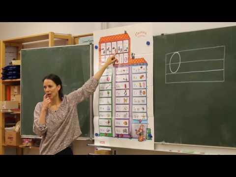 Klasse 1a schreibt das Wort Opa mit der Lauttabelle