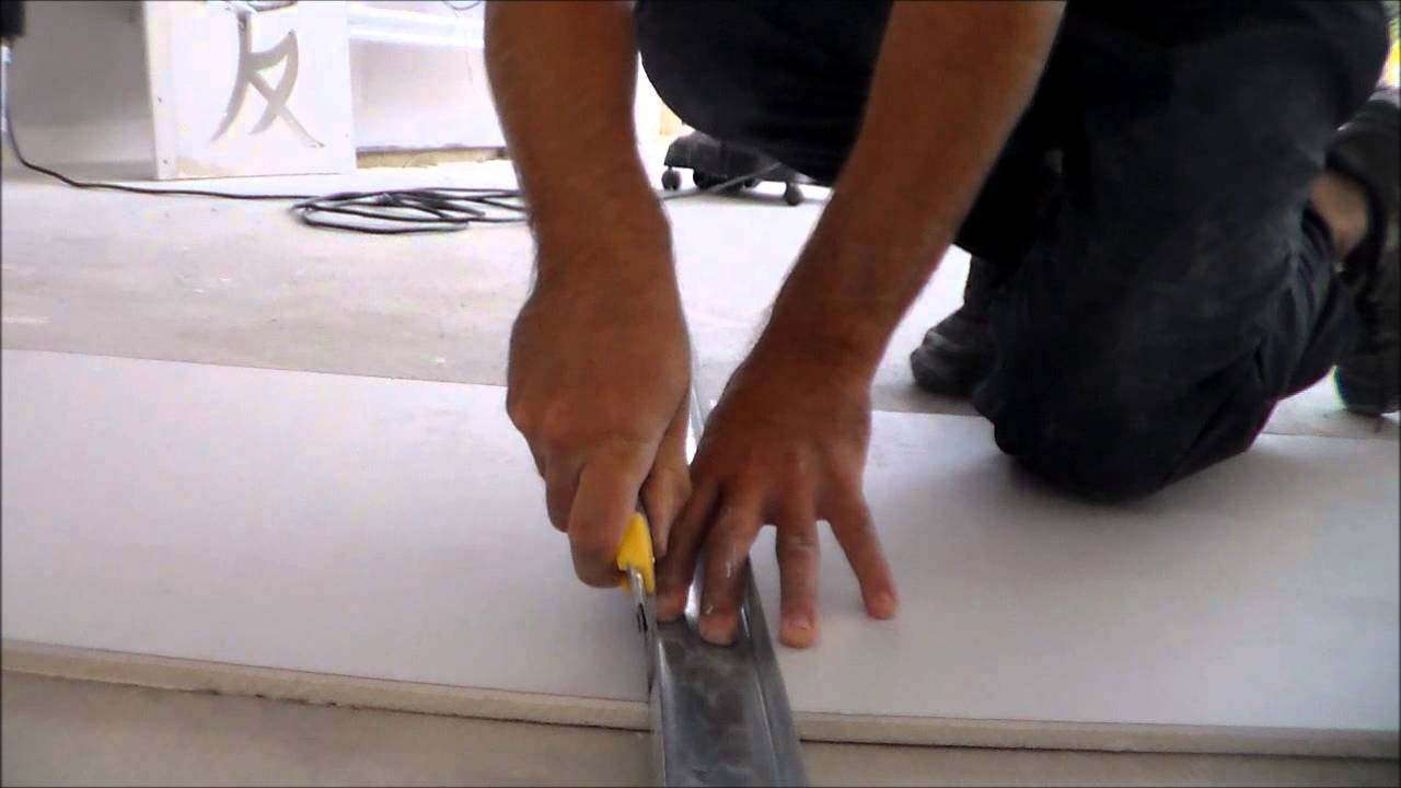 Comment couper du placo how to cut the plasterboard youtube - Coupe rail placo ...