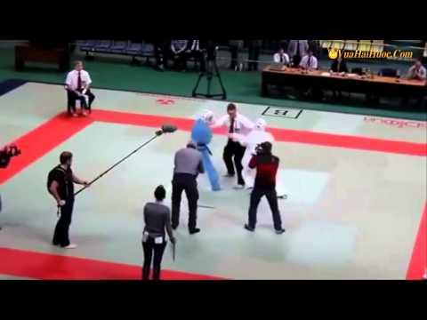 Trọng tài karate bá đạo - Anh vốn dĩ nóng tính, đã thế võ công lại cao