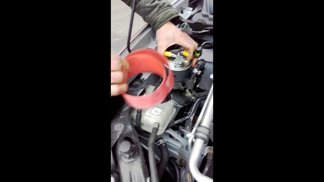 hight resolution of how to change fuel filter on nissan qashqai 2010