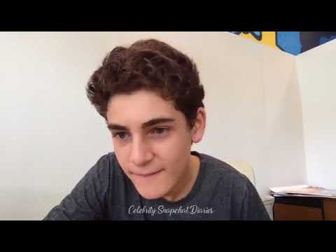 David Mazouz (Bruce Wayne) Talking About Gotham Season 4 and Anwser Fan Questions on Livestream