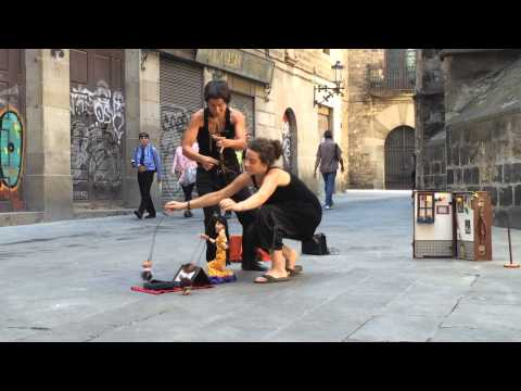 Barcelona street artists - puppet theatre