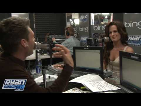 Elizabeth Reaser 'Tones It Down' For New Moon Premiere    On Air With Ryan Seacrest